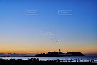 江ノ島 初日の出待ちの人々の写真・画像素材[1123553]