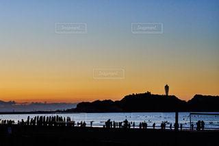 江ノ島 初日の出待ちの人々の写真・画像素材[1123556]