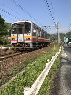 田舎を走る電車の写真・画像素材[1163602]