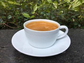 テーブルの上のコーヒー カップの写真・画像素材[1121487]