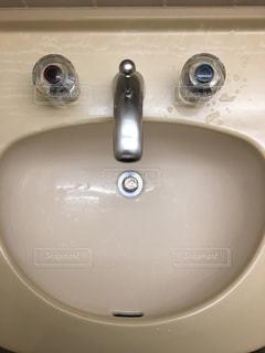 笑顔の洗面所の写真・画像素材[1122811]