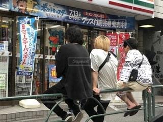 コンビニ前・東京の写真・画像素材[1375263]