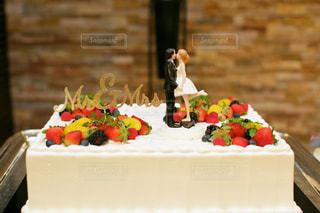 結婚式 ウェディングケーキに人形の飾りの写真・画像素材[1106171]