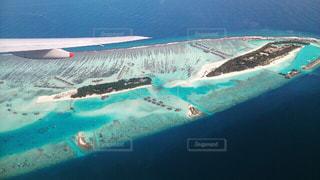 青い海に浮かぶ多数の島々 モルディブ諸島の写真・画像素材[1107580]