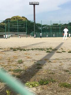 汚れフィールド上に立って野球選手のグループ - No.1141502