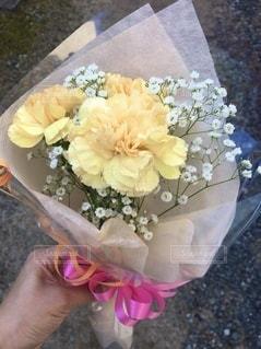 花を持つ手の写真・画像素材[3402405]