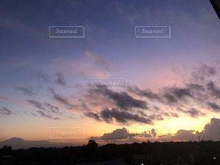 沈む夕日の写真・画像素材[1122577]