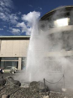 火の前に噴水の写真・画像素材[1121560]