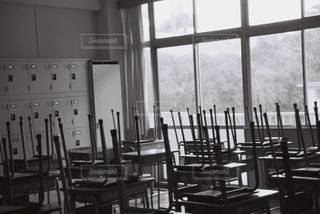ダイニング ルームのテーブルの写真・画像素材[1122960]