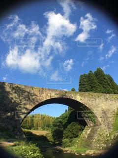川に石の橋のビューの写真・画像素材[1123948]