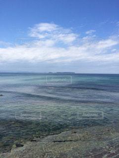 海の横にある水の体の写真・画像素材[1125123]