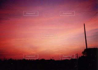 街に沈む夕日の写真・画像素材[1135070]