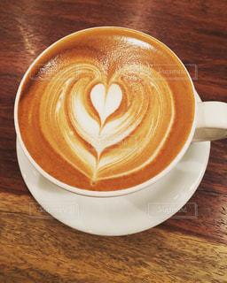 テーブルの上のコーヒー カップの写真・画像素材[1330222]