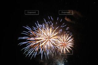 空の花火の写真・画像素材[2334086]