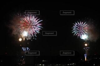 夜空の花火の写真・画像素材[2334087]