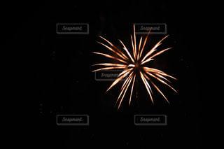 空の花火の写真・画像素材[2334115]
