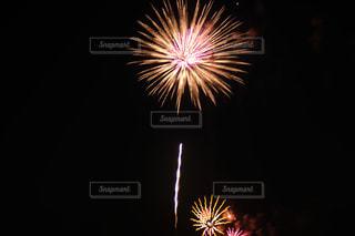 空の花火の写真・画像素材[2334127]