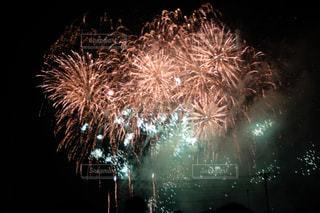 夜空の花火の写真・画像素材[2334140]