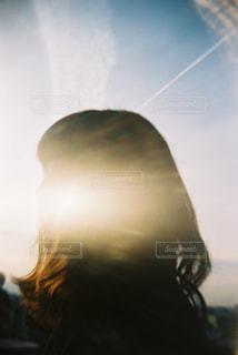 空を飛ぶ人の写真・画像素材[2381609]