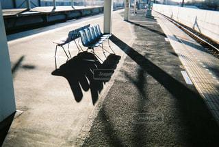 駅のベンチの写真・画像素材[2381690]