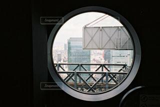 窓のクローズアップの写真・画像素材[2381704]