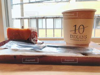 テーブルの上でコーヒーを一杯の写真・画像素材[2961452]