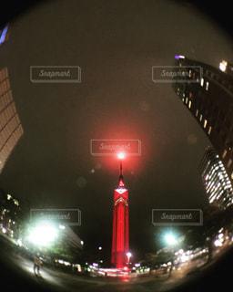 夜の赤い光のクローズアップの写真・画像素材[2961717]