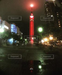 夜の街の通りの眺めの写真・画像素材[2961715]