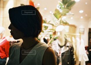 お互いを見つめ合う人々のグループの写真・画像素材[2961875]