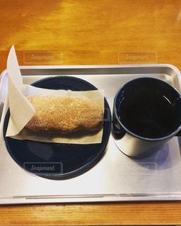 テーブルの上でコーヒーを一杯の写真・画像素材[2961920]