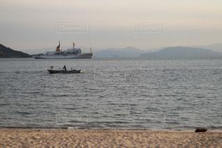 水の体のボートの写真・画像素材[1023469]