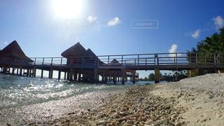 水上コテージと砂浜のビーチの写真・画像素材[1125722]