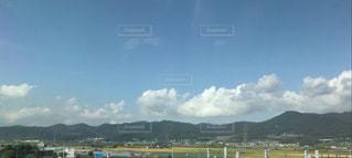 空と雲と山と町の写真・画像素材[1124511]