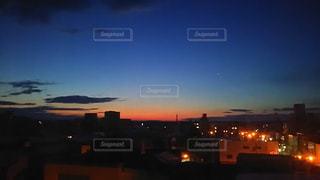 夕暮れ時の都市の景色の写真・画像素材[1124629]