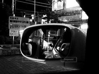 サイドミラー越しの景色の写真・画像素材[1126689]