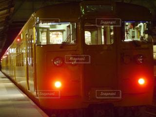 夜の列車の写真・画像素材[1126924]