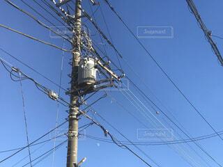 青空と電柱の写真・画像素材[4105175]