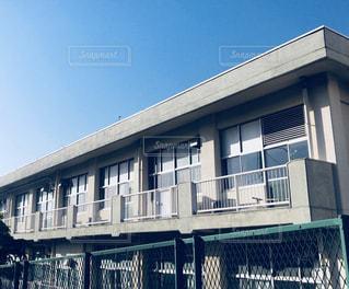 青空と校舎の写真・画像素材[1139574]