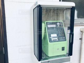 黄緑の公衆電話の写真・画像素材[1969653]