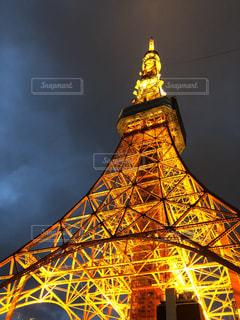 大きな時計塔バック グラウンドで東京タワーを背景にの写真・画像素材[1129684]