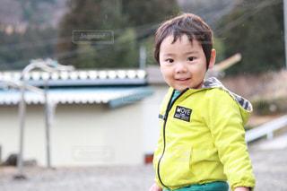 外で遊ぶ男の子の写真・画像素材[1125422]