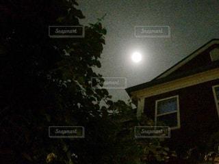 不気味な夜の写真・画像素材[1147908]