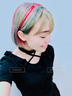 黒いシャツの女の子の写真・画像素材[1127294]