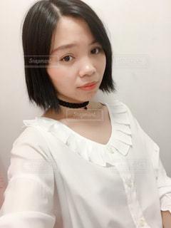 白いシャツを着ている女性 - No.1237886