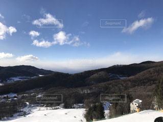 雪に覆われた山でスキーの写真・画像素材[1127607]