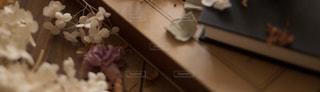 ドライフラワーとアルバムの写真・画像素材[1127633]