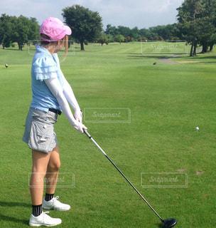 ゴルフクラブを握る人 - No.1127984