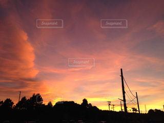 街に沈む夕日の写真・画像素材[1129696]