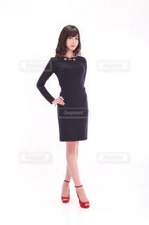 黒のドレスを着ている女性 - No.1135921