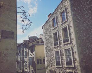 看板と町並みの写真・画像素材[1129391]